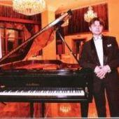 Пианист Николай