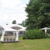 поляна с шатром для праздников в Москве