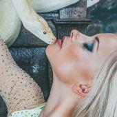 номер девушка со змеей