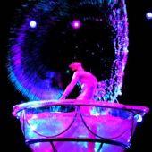 цирковой номер на новый год девушка в аквариуме