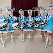 оркестр барабанщиц  Русские народные  костюмы