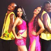 Латиноамериканский ансамбль в вокалисткой