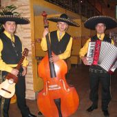 Трио мексиканских музыкантов