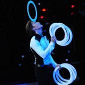 Жонглер с мячами и кольцами