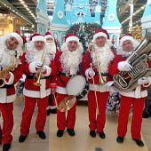 Духовой оркестр в костюмах Дедов Морозов № 6