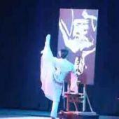 Рисование картин в танце (Танцуюий художник)